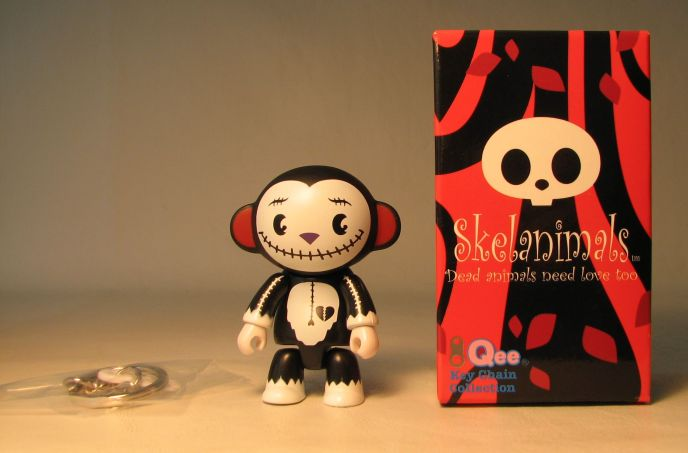 Skelanimals 2.5 inch Series 1 Qee Marcy Voltaire Toy2R, Skelanimals, Action Figures, 2010, cute animals, art