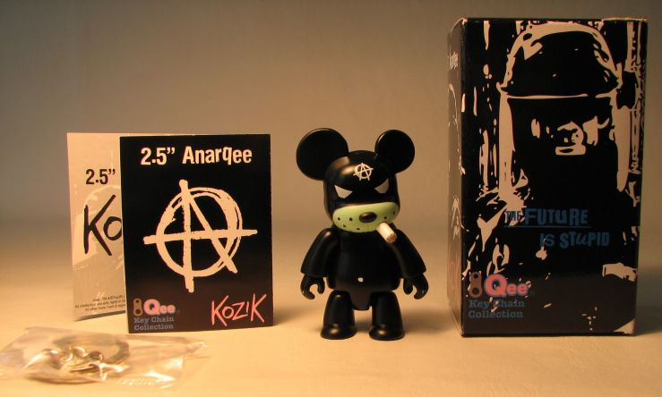 Kozik 2.5 inch  AnarQee Bear (black) Toy2R, Qee, Action Figures, 2010, collectible