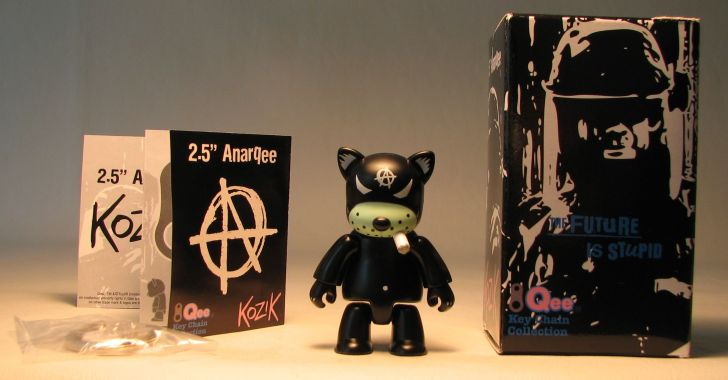 Kozik 2.5 inch  AnarQee Cat (black) Toy2R, Qee, Action Figures, 2010, collectible