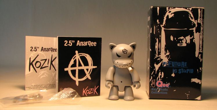 Kozik 2.5 inch  AnarQee Cat (grey) Toy2R, Qee, Action Figures, 2010, collectible