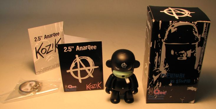 Kozik 2.5 inch  AnarQee Mon (black) Toy2R, Qee, Action Figures, 2010, collectible