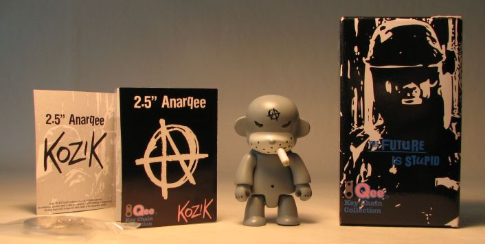 Kozik 2.5 inch  AnarQee Mon (grey) Toy2R, Qee, Action Figures, 2010, collectible