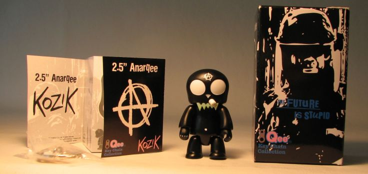 Kozik 2.5 inch  AnarQee Toyer (black) Toy2R, Qee, Action Figures, 2010, collectible