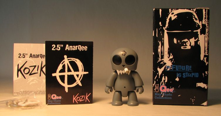 Kozik 2.5 inch  AnarQee Toyer (grey) Toy2R, Qee, Action Figures, 2010, collectible