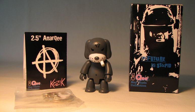 Kozik 2.5 inch  AnarQee Dog (grey) Toy2R, Qee, Action Figures, 2010, collectible