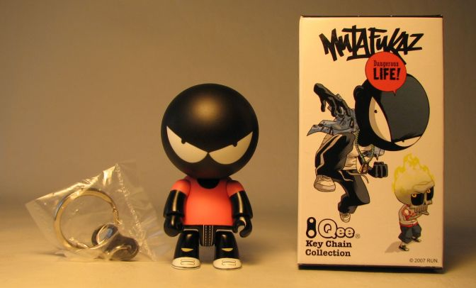 Mutafukaz 2.5 inch Qee Angelino variant (pink shirt) Toy2R, Qee, Action Figures, 2007, collectible