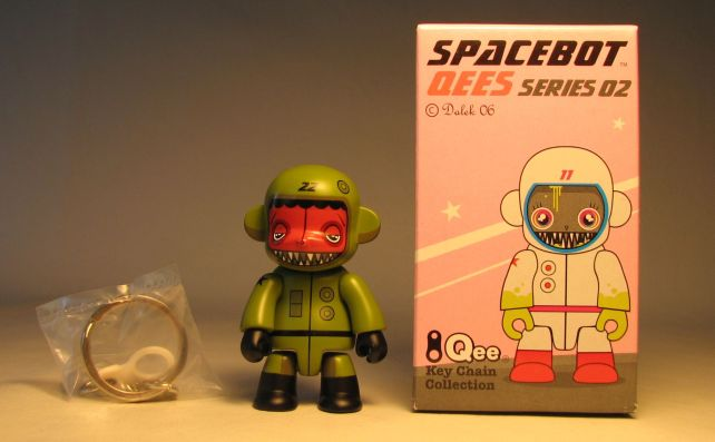 Dalek Series 2 Spacebot 2.5 inch Qee 22 Olive Toy2R, Qee, Scifi, 2006, collectible