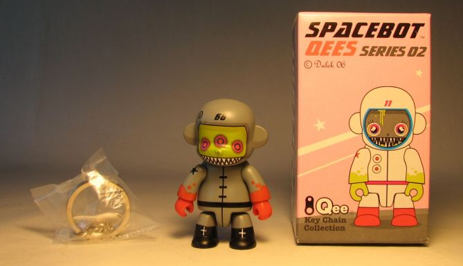 Dalek Series 2 Spacebot 2.5 inch Qee 68 Grey Toy2R, Qee, Scifi, 2006, collectible
