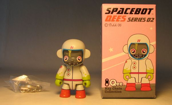Dalek Series 2 Spacebot 2.5 inch Qee 77 Pale grey Toy2R, Qee, Scifi, 2006, collectible
