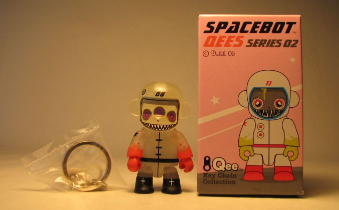 Dalek Series 2 Spacebot 2.5 inch Qee 68 Glow-in-the-dark variant Toy2R, Qee, Scifi, 2006, collectible