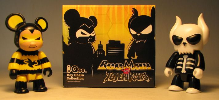 Toy2R 2.5 inch Qee 2-pack Beeman Bear vs Toyer Kaiju Bone Toy2R, Qee, Action Figures, 2009, collectible