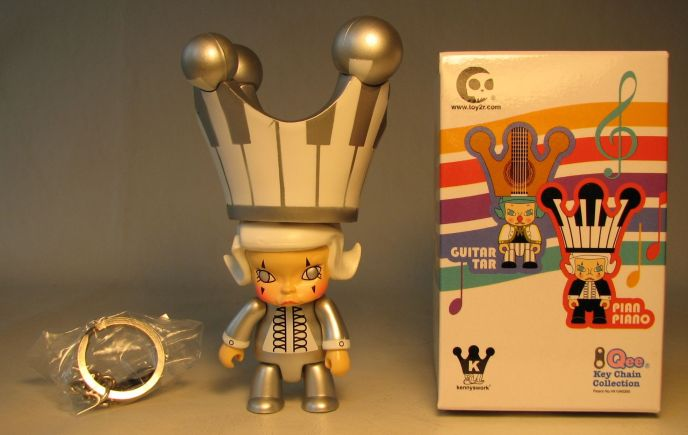 Toy2R Molly Qee 2.5 inch Pian Piano Silver Toy2R, Qee, Action Figures, 2008, collectible